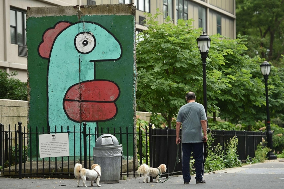 Thierry-Noir-Berlin-Wall-Pieces-2