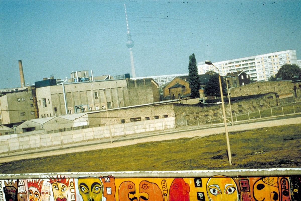 Thierry-Noir-Berlin-Wall-Pieces-7
